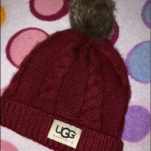 Ugg Hat ! Can lower ! Needgone